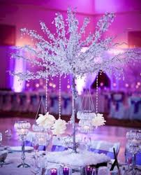 spectacular winter wonderland wedding decoration ideas 33
