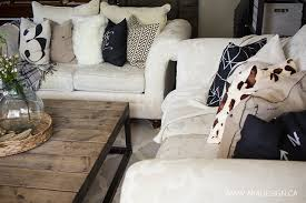 Throw Pillows In The Living Room - Decorative pillows living room
