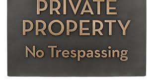 no trespassing private property sign say