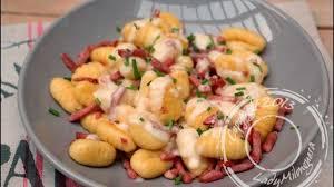 cuisiner gnocchi gnocchis à poêler sauce nectaire et bacon recette par