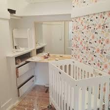 chambre pour bebe pas de chambre pour bébé pas grave il reste la penderie un