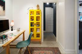 le de bureau jaune un bureau jaune et bleu confortable et chaleureux qui mélange les