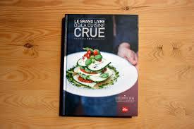 cuisine crue editions la plage le grand livre de la cuisine crue l