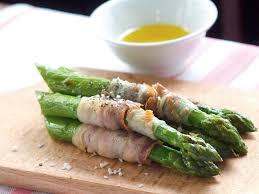 cuisine asperges vertes recette asperges vertes rôties au lard
