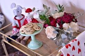 easy valentines day decor for celebrating the day of love
