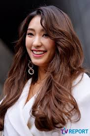 hyorin put on long hair nb bora signs with lee seung gi s agency hyolyn also leaves