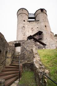 Bad Greifensteine Burg Greifenstein Mit Ihren Markanten Doppeltürmen Im Westerwald