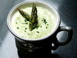 cuisiner asperges vertes fraiches velouté d asperges vertes à la crème d amande cookismo