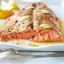 cuisiner le saumon saumon entier au barbecue châtelaine
