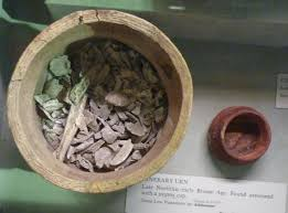 cremation remains early bronze age artefacts chronology and identity
