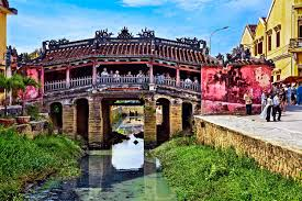 visit the japanese bridge of hoi an vietnam