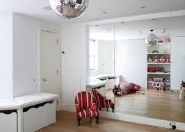 beautiful white wallpaper design in a wonderful childrens room