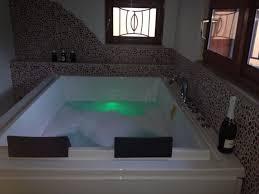 hotel con vasca idromassaggio in varcaturo 3 ore di coccole oppure pernottamento di una notte per 2 persone