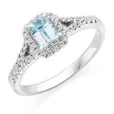 aquamarine and diamond ring 18ct white gold diamond and aquamarine ring 0000172