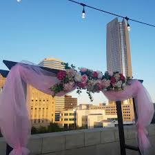 wedding arches okc okcmoa rooftop wedding downtown okc wedding venue outdoor