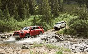 comparison land rover discovery 5 hse 2017 vs toyota 4runner