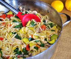 light olive oil pasta sauce linguine with chicken and sauted vegetables