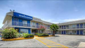 Hotels Near Fiesta Texas Six Flags San Antonio Motel 6 San Antonio Ft Sam Houston Hotel In San Antonio Tx 43