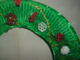 preschool crafts kids easy paper plate christmas wreath craft