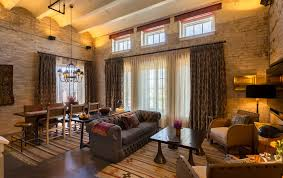 Hotel Rooms With Living Rooms by The