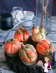 small halloween gifts decorate pumpkin cupcakes with pumpkin spice apple cupcake recipe