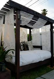 diy cabana for the backyard with an old used futon i would image