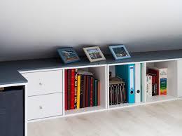 bureau sous pente rangement sous pente on optimise un max maison