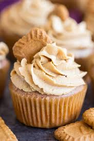 cupcakes recipe biscoff cookie butter cupcakes the gold lining girl