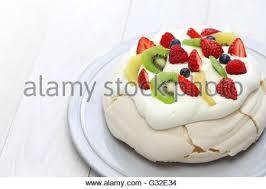 homemade pavlova meringue cake new zealand australian dessert