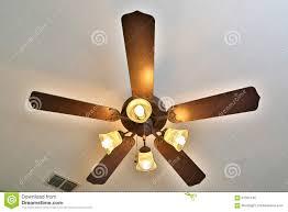 ventilatori da soffitto senza luce ventilatore da soffitto con le sopra immagine stock