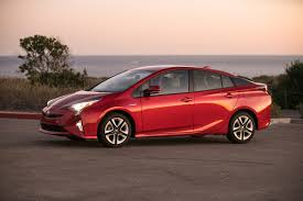 toyota now toyota prius is now the mpg king according to consumer reports
