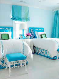 Chic Small Bedroom Ideas by Chic Shared Blue And White Bedroom Ideas With Floral Bedsheets And