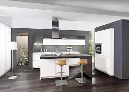 kleine küche mit kochinsel weiße glasküche mit kochinsel