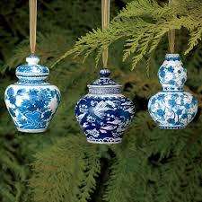shell and chinoiserie seaside style with an eastern accent blue