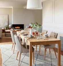 Beige Dining Room by Comedor Con Lámpara De Pantalla Y Alfombra Beige Con Rombos