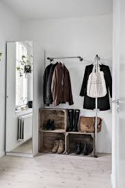 dressing de chambre porte vêtement penderie et armoire grillagée les rangements petit