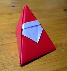 com técnica de origami arquiteta faz enfeites natalinos para