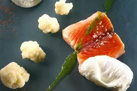 pavé de saumon chou fleur et oeufs pochés fromage blanc à la