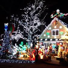 Fireman Christmas Light Decorations by Here U0027s Where You Can See The Best Holiday Lights In Queens