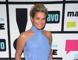 how tall is yolanda foster hw andy cohen spills that michael jackson died in yolanda foster s bed