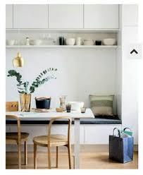 banquette cuisine cuisine contemporaine avec banquette et huche vitrée cuisine grise