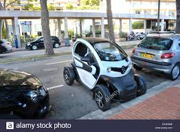 renault monaco a renault twizy electric car parked up in monaco stock photo