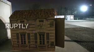 italy artist erects cardboard popup houses for milan u0027s homeless