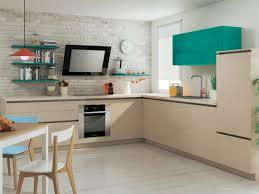 cuisine coloree une cuisine sans poignées aux placards c est tendance