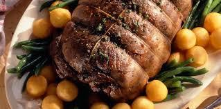 cuisiner du chevreuil au four gigue de chevreuil rôtie au four en sauce poivrade recette sur