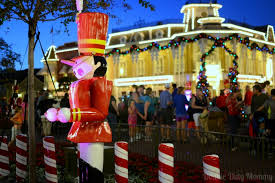 guide to mickey u0027s very merry christmas party at disney world 2014
