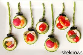 how to make festive christmas themed veggie trays