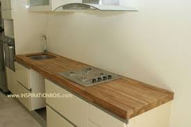 cuisine avec plan de travail en bois agencement de cuisines haut de gamme sur mesure en teck et wengé
