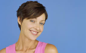 gamine hairstyles for mature women funk up your look with these short haircuts for thick hair