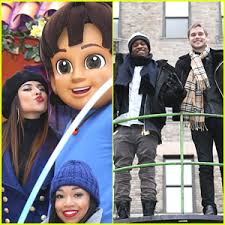 mkto becky g hang with nickelodeon at macy s thanksgiving day